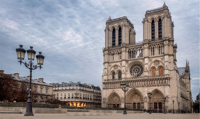 Array - paris police  notre dame fire caused by electrical short circuit      rh   israelnationalnews com