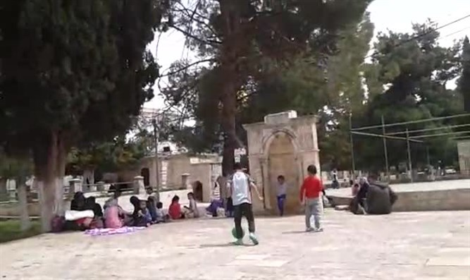 Arabs play ball on Temple Mount