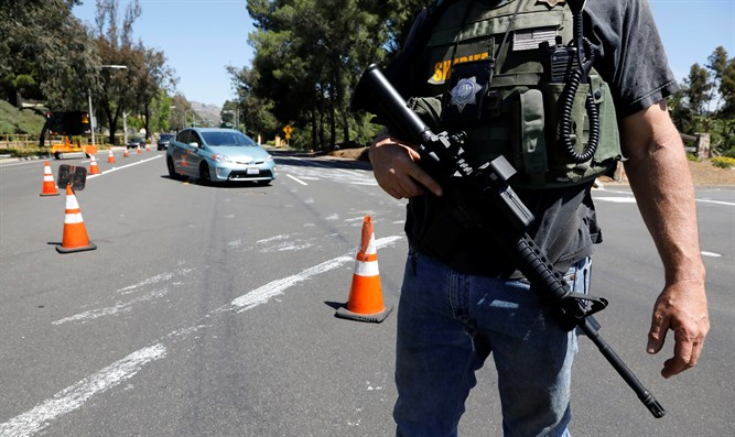 Authorities secure scene of synagogue shooting in San Diego