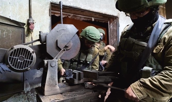 IDF soldiers discover lathe