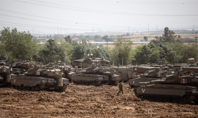 IDF tanks on the Gaza border