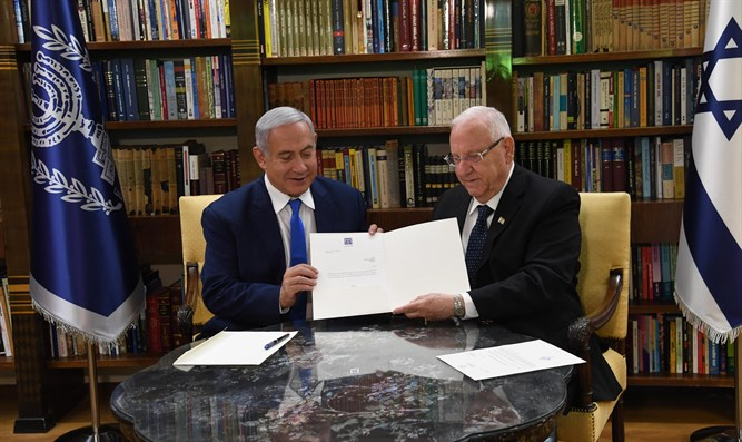 PM Netanyahu and Pres. Rivlin sign extension