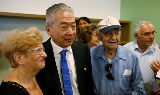 Nobuki Sugihara (C) stands next to Soli Ganor (R), one of the Jews his father saved.