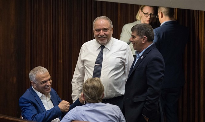 Liberman pow-wow in Knesset