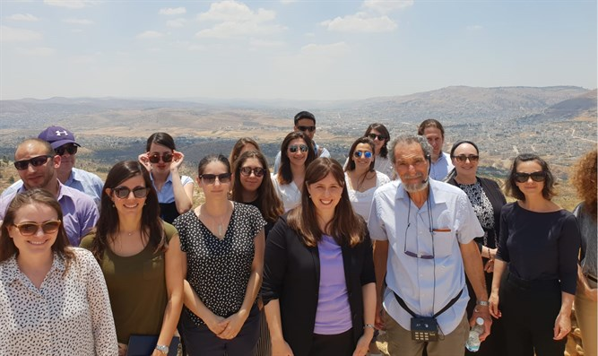 Hotovely and Foreign Ministry cadets in Shomron