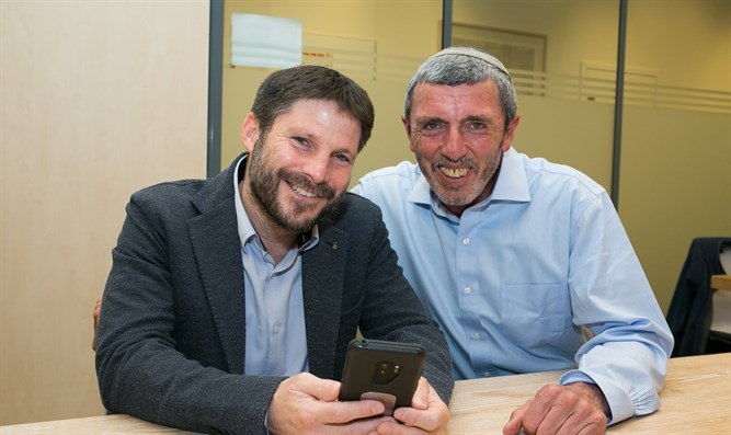 Incoming ministers Rafi Peretz (right) and Bezalel Smotrich (left)