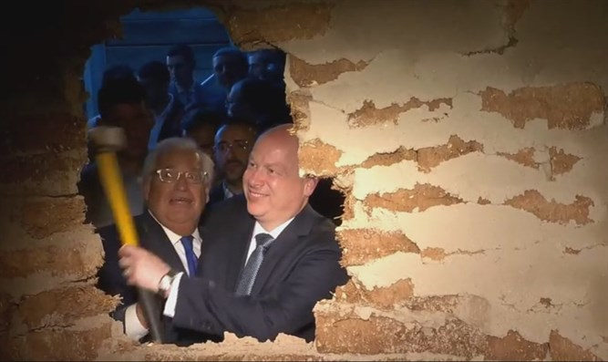 Friedman and Greenblatt smashing through the wall