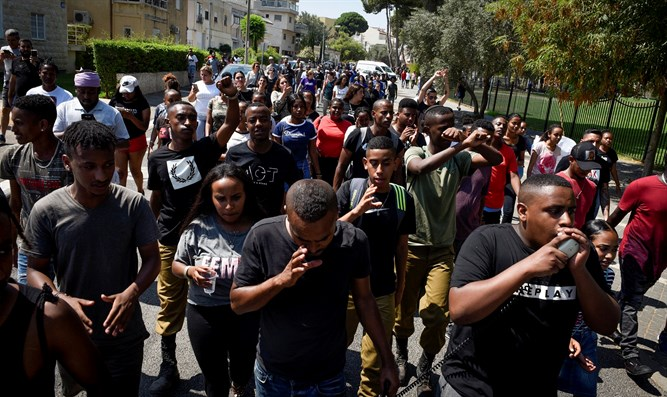 Riot at trial of policeman who shot Ethiopian teen Solomon Tekah