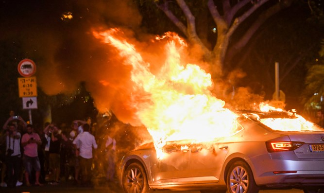 Car set on fire in Tel Aviv following death of Solomon Tekah
