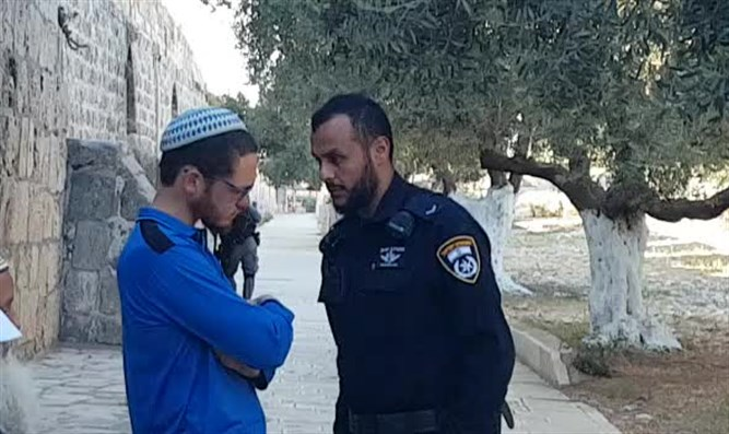 Policeman and youth on Temple Mount