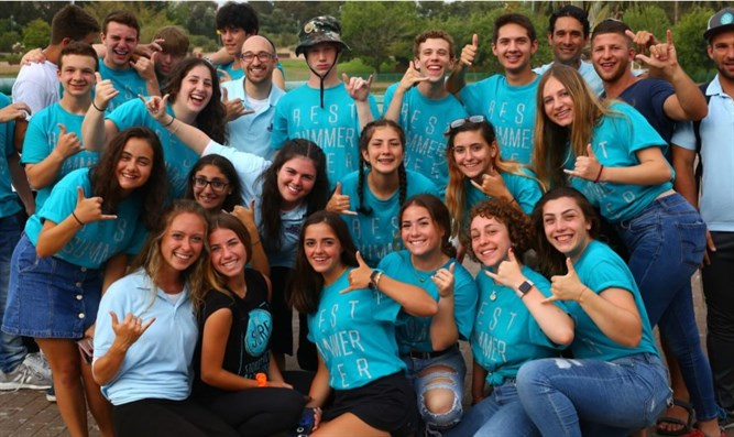 2,500 teens participating in NCSY summer programs in Israel meet in Raanana