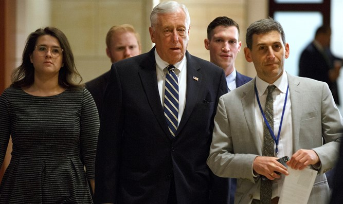 House Majority Leader Steny Hoyer (c)