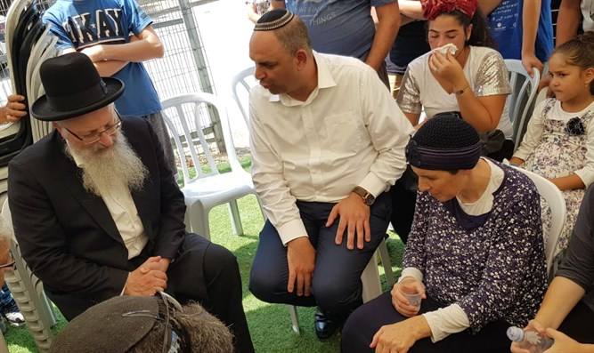 Rabbi Eliyahu pays condolences to Shnerb family