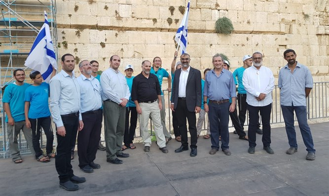 Noam candidates at the Western Wall