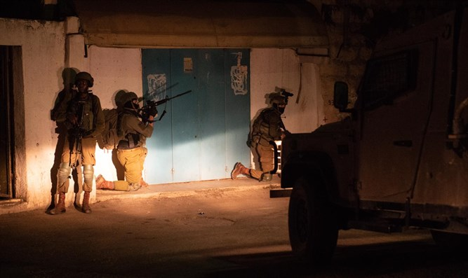 IDF soldiers apprehending the murderers of Rina Shnerb