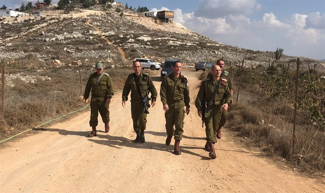 IDF officers near Yitzhar