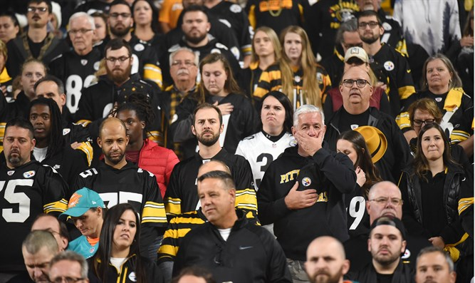 Moment of silence for Pittsburgh victims before Steelers game