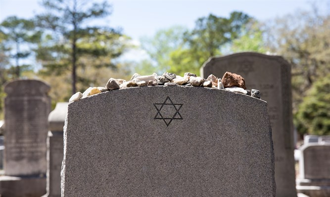 Headstone at Jewish cemetery (illustrative)