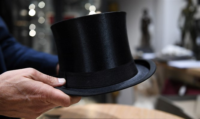 Hitler's cylinder hat being auctioned off