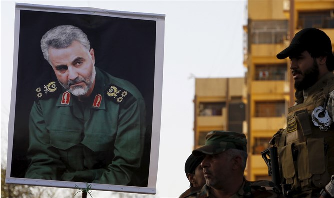 Qassem Soleimani (left), head of the IRGC Quds Force