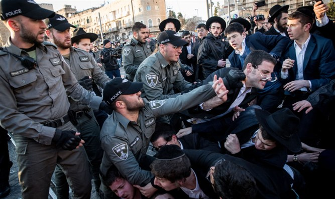 Haredi protesters block roads in Jerusalem