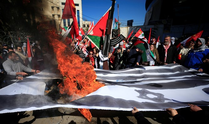 Protesters burn US, Israeli flags outside of US embassy in Lebanon February 2020