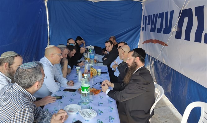 Yesha Council heads in protest tent, last week
