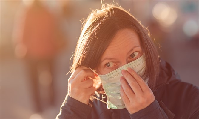 Woman with face mask coronavirus