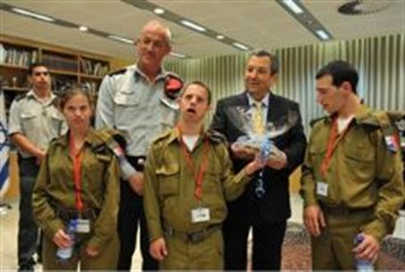 Defense leaders meet with special IDF soldier