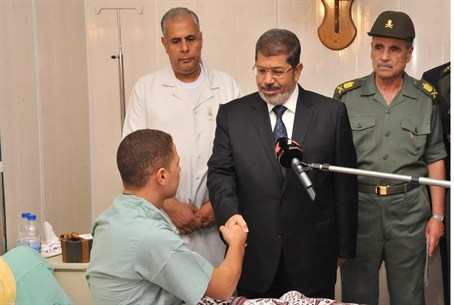 Morsi meets Egyptian soldier who was hurt in