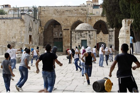 Arab riot on Temple Mount (file)