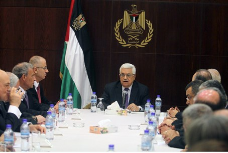 Hamdallah, centre left with PA Chairman Abbas