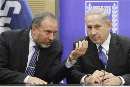 Liberman and Netanyahu at a faction meeting e