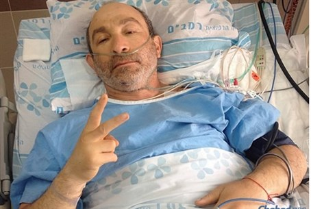 Gennady Kernes, giving the 'peace' sign