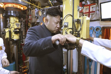 Kim Jong-Un inspects submarine periscope