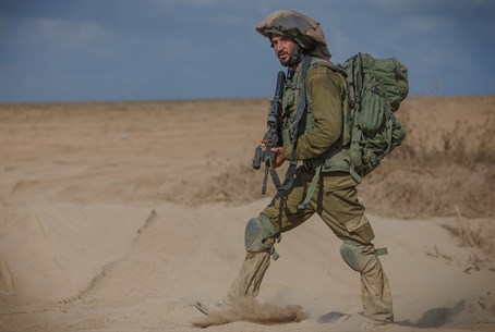 Soldier returning from Gaza (illustration)