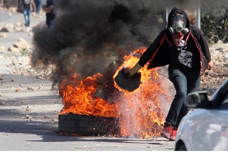 Arab rioter in Jerusalem (file)