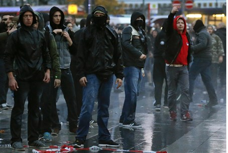 Demonstration organized by German far-right groups in Cologne October 26, 2014