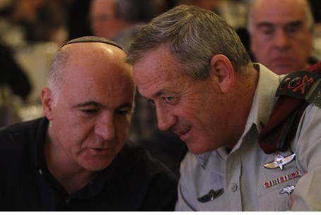 Benny Gantz (R) and Yoram Cohen
