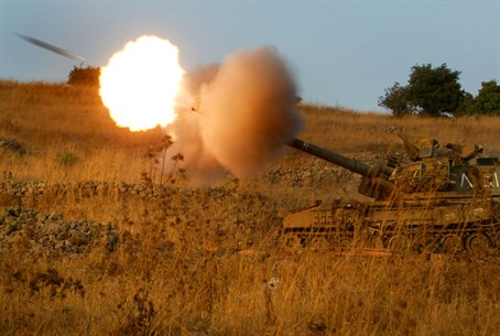 IDF artillery fires on Lebanon (file)