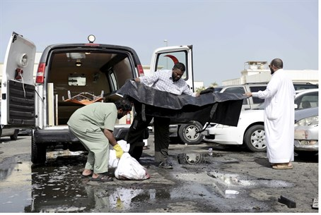 Body of Saudi mosque suicide bomber removed (illustration)
