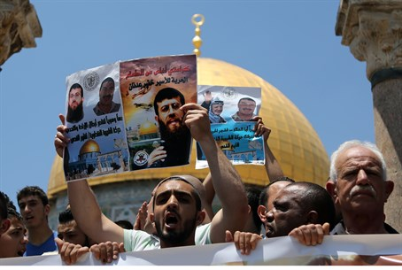 Arabs protest for Khader Adnan on Temple Mount