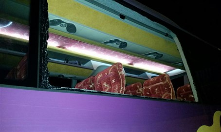 Rock attack on Israeli bus