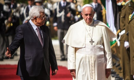 Mahmoud Abbas with Pope Francis (file)