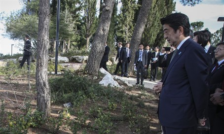 Japanese PM Shinzo Abe at memorial site to Chiune Sugihara