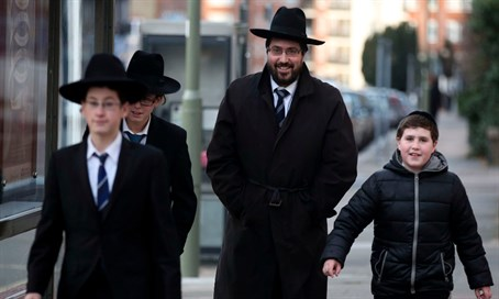Haredi Jews in London (file)