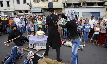 'Jew' gets 'stabbed' in Morocco protest