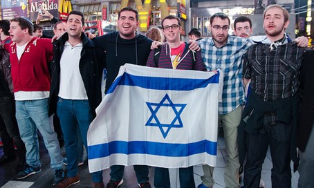 YU kumzitz for Israel at Times Square