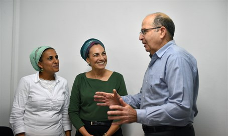 Ya'alon with mothers of terror victim