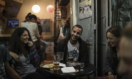 Enjoying a beer in Mahane Yehuda (illustrative)